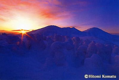 今月の一枚・2004年1月「朝日差す樹氷原」(青森県・八甲田)