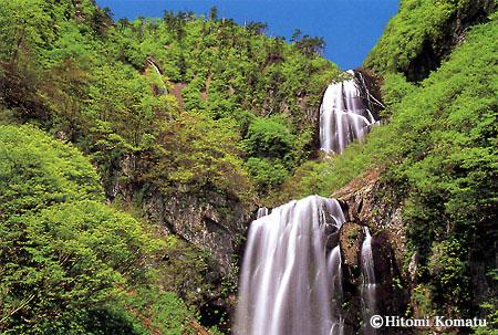 今月の一枚・2005年6月「新緑の安の滝(秋田県北秋田市・旧阿仁町)」