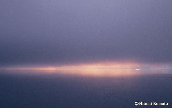 今月の一枚・2006年1月「朝日写す湖面」(秋田県仙北市・田沢湖)