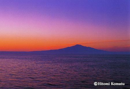 今月の一枚・2008年1月「朝焼けの鳥海山」(山形県 飛島より)