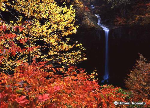 今月の一枚・2010年10月「錦秋 曽利の滝(八幡平)」